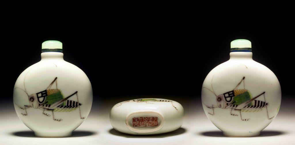 道光瓷胎粉彩蝈蝈鼻烟壶   DaoGuang Enameled Porcelain Cricket Snuff Bottle   治潁珍藏   ZhiYing Collection