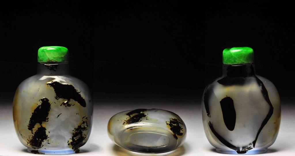 瑪瑙巧雕月落乌啼鼻煙壺 | Shadow Chalcedony Snuff Bottles | 治潁珍藏 | ZhiYing Collection