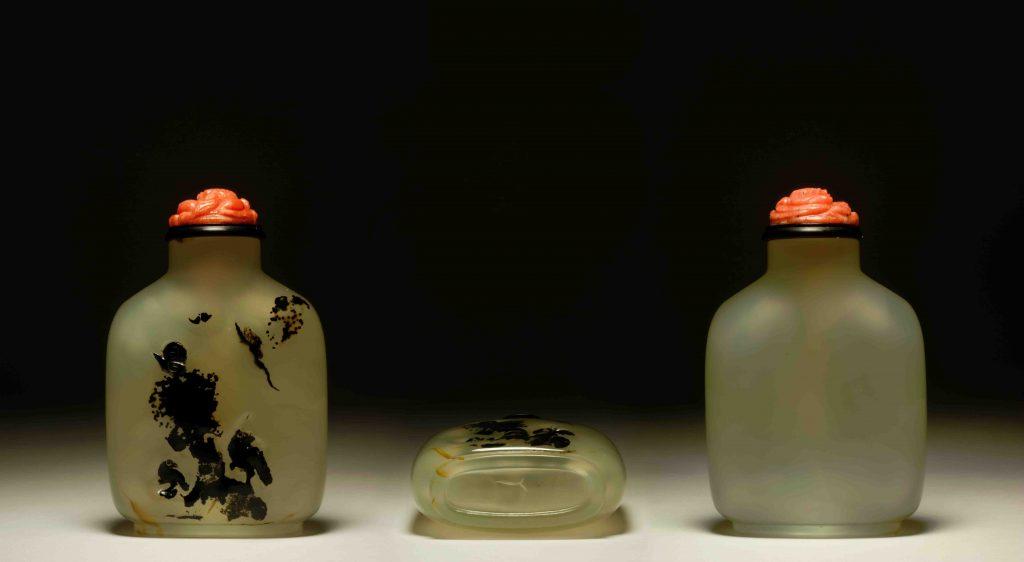 瑪瑙巧雕喜上眉梢見双福鼻煙壺 | Shadow Chalcedony Snuff Bottle Snuff Bottles | 治潁珍藏 | ZhiYing Collection